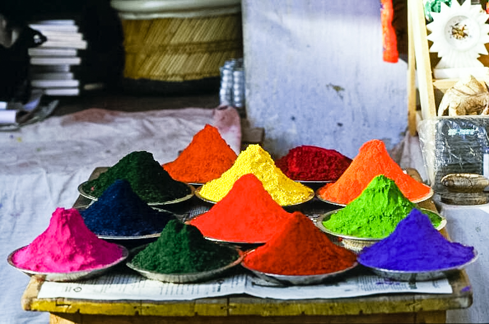 Colorful pigments for sale in Pushkar