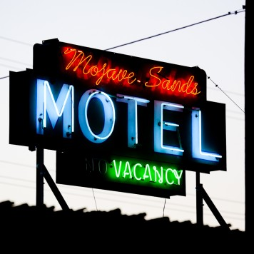 Mojave Sands -signs