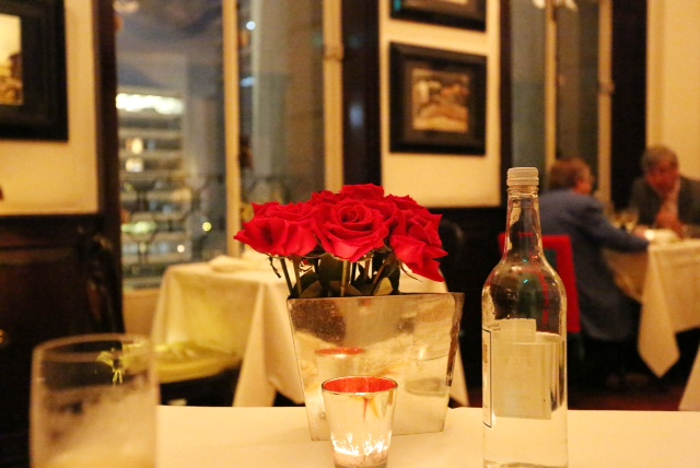 Red roses add to the glamorous atmosphere at The China Club in Hong Kong (add hyperlink to previous China club post)