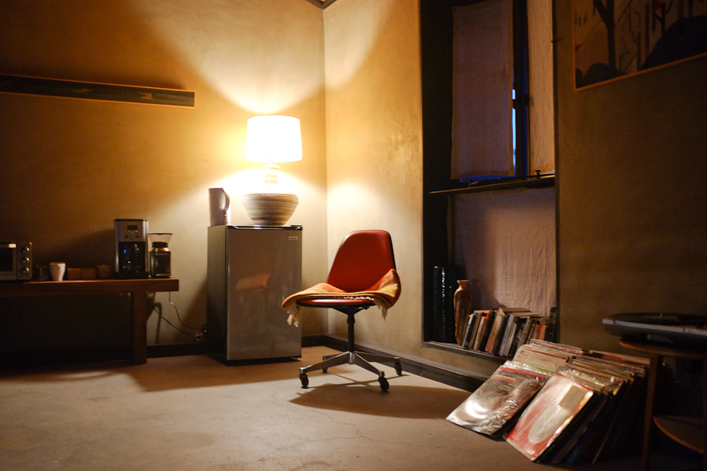 Interior of room 4 of The Mojave Sands