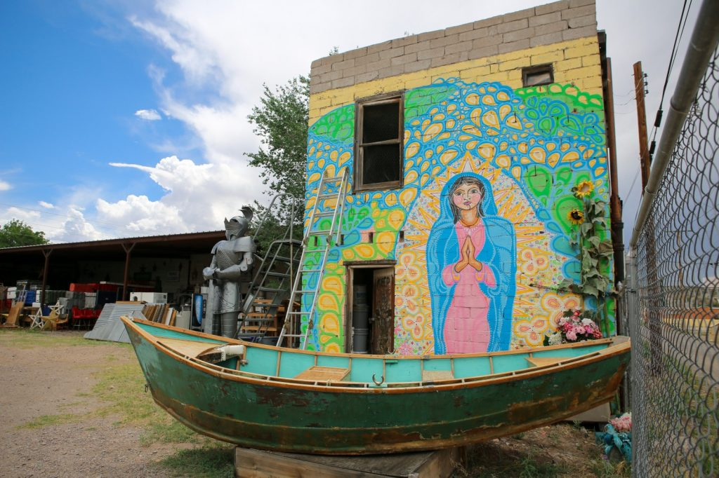Truth or Consequences, New Mexico - Feed me dearly